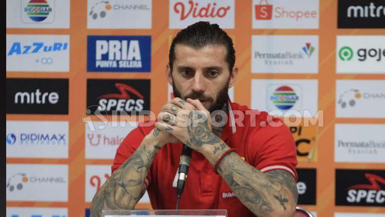 Bojan Malisic turut mengomentari keputusan Persib Bandung melepas Hariono di penghujung musim Liga 1 2019. Copyright: © Arif Rahman/INDOSPORT