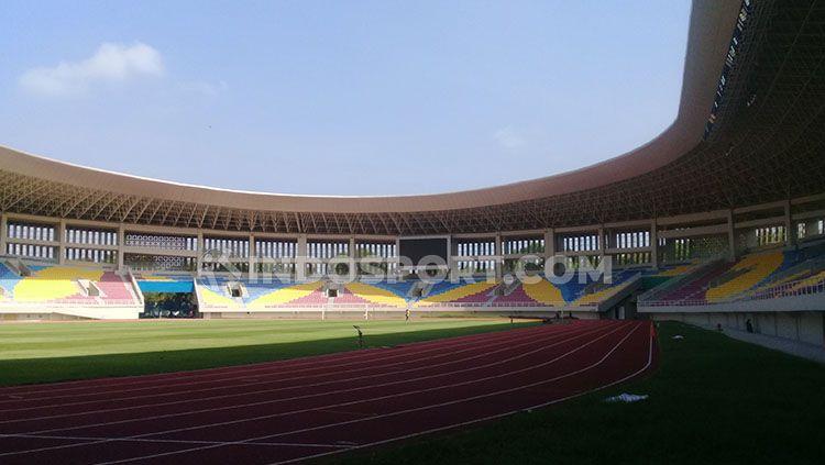 Agenda uji coba Persis Solo melawan Persib Bandung di Stadion Manahan, Sabtu (15/02/20) sedikit mengalami kendala. Copyright: © Ronald Seger/INDOSPORT