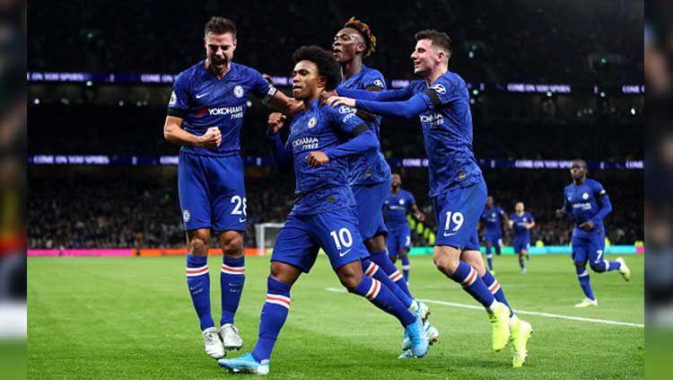 Indosport - Willian memastikan bahwa dirinya akan hengkang dari Chelsea pada akhir musim usai perpanjangan kontraknya tak kunjung menemui titik terang