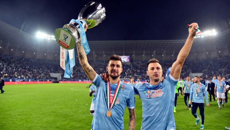 Klub papan atas Serie A Italia, Inter Milan, dikabarkan tertarik untuk mendatangkan bek senior sekaligus kapten Lazio, Fransesco Acerbi. Copyright: © Marco Rosi/Getty Images