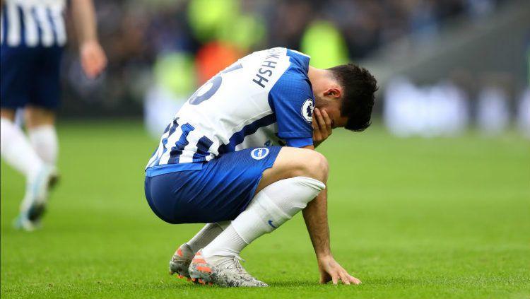 Alireza Jahanbakhsh menangis usai cetak gol di pertandingan Liga Inggris antara Brighton vs Bournemouth. Copyright: © Twitter
