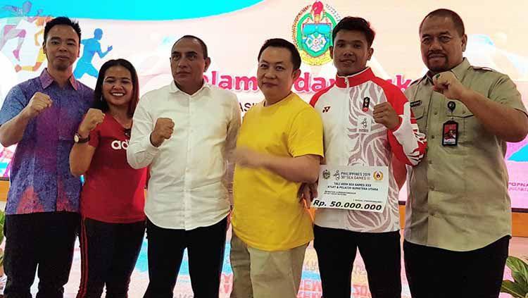 Gubernur Sumut, Edy Rahmayadi (tiga kiri), foto bersama dengan Ketua KBI Sumut, Budiman (tiga kanan) dan Bonatua Lumban Tungkup (dua kanan). Copyright: © Istimewa