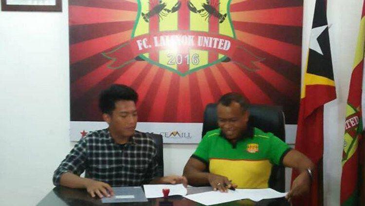 Meski bermain di Liga Timor Leste, pesepakbola Indonesia asal Jakarta, Iner Sontany Putra mendapat fasilitas mewah kelas atas layaknya seorang superstar. Copyright: © Doc.Pribadi Iner Sontany
