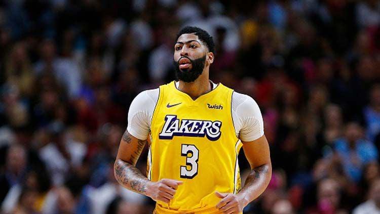 Bintang basket NBA, LA Lakers, Anthony Davis, mengungkap hasil tes Corona yang dilakukannya. Copyright: © Michael Reaves/GettyImages