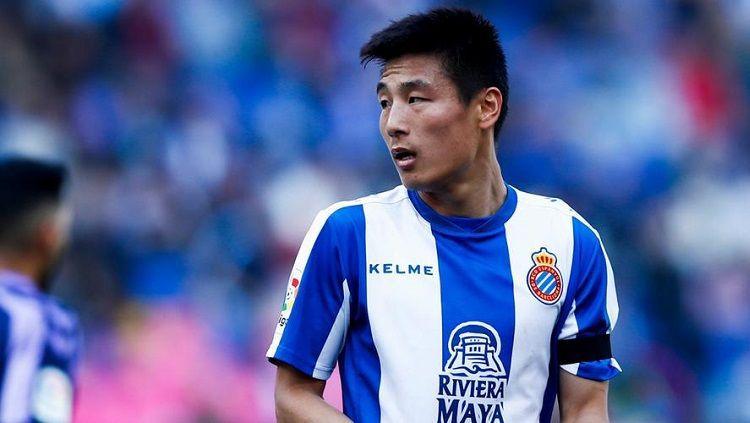 Pemain Espanyol asal China, Wu Lei memberikan respon mengejutkan usai diajak eks Manchester United, Dong Fangzhou ke Liga Inggris. Copyright: © Gallo Images