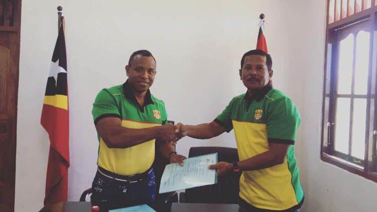 Yance Metmey, pelatih asal Ambon yang berhasil raih treble winner di Liga Timor Leste. Copyright: © Facebook@FC Lalenok United