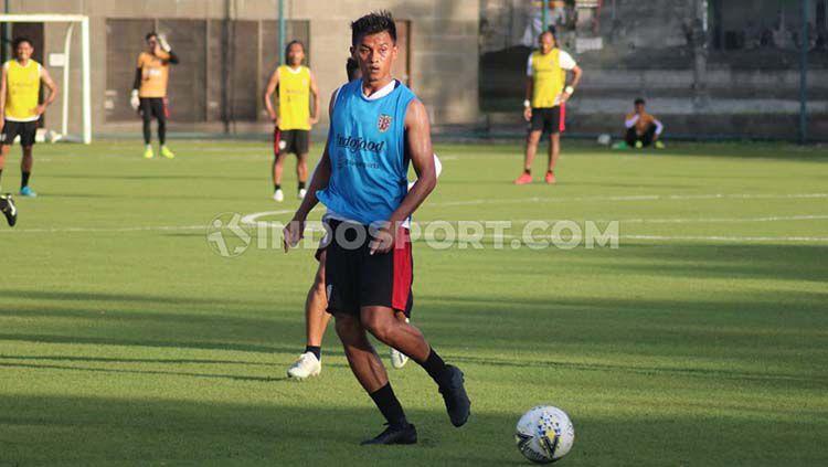 Penyerang Bali United, Lerby Eliandry punya semangat berlipat untuk meningkatkan kebugarannya setelah PSSI memutuskan melanjutkan Liga 1 2020. Copyright: © Nofik Lukman Hakim/INDOSPORT