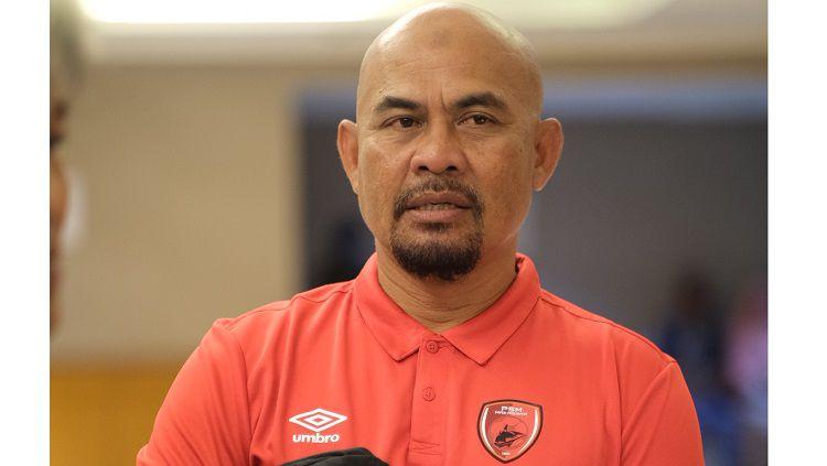 Pelatih klub Liga 1 PSM Makassar, Bojan Hodak memilih Herrie Setyawan sebagai asistennya karena memiliki kesamaan yakni berkepala botak. Copyright: © PSM Makassar