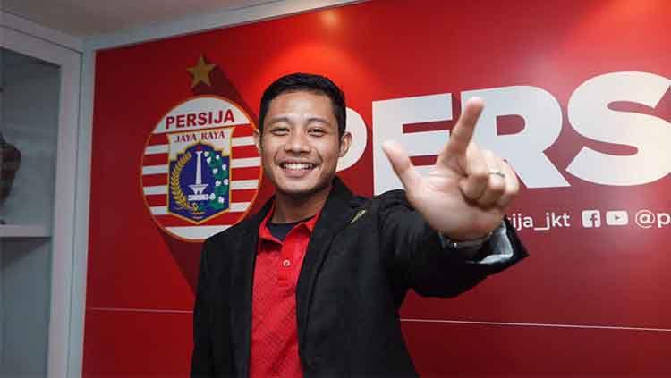 Seret Doan Van Hau, sesi latihan perdana Evan Dimas di Persija Jakarta disorot oleh Media Asing. Copyright: © Ofisial Persija