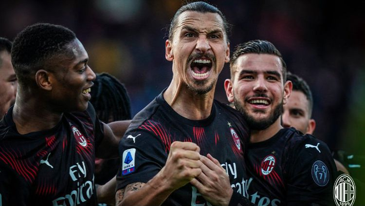 Calon pelatih AC Milan, Ralf Rangnick, diyakini bakal kesulitan untuk melatih Zlatan Ibrahimovic, jika dirinya benar-benar gabung ke Rossoneri. Copyright: © Twitter @acmilan
