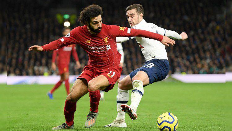 Mohamed Salah mencoba lepas dari pengawalan saat pertandingan Tottenham Hotspur vs Liverpool di Liga Inggris matchday ke-22, Minggu (12/01/20) dini hari. Copyright: © @LFC