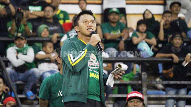 Presiden Persebaya Azrul Ananda menyampaikan bocoran pemain baru di Stadion Gelora Bung Tomo, Sabtu (11/1/20). Copyright: © Fitra Herdian/INDOSPORT