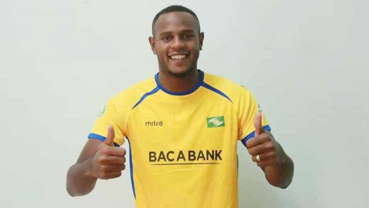 Pemain asal Brasil, Joel Vinicius, terlanjur mengklaim dirinya telah menjadi bagian klub Liga 1 Persib Bandung dalam akun Instagram pribadinya. Copyright: © SLNAFC.com