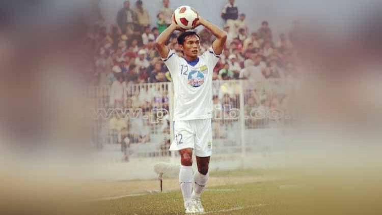 Nama Gilang Angga Kusuma sudah tidak asing lagi di telinga Bobotoh. Apa kabar pemain andalan Persib Bandung di musim 2002 hingga 2011 itu? Copyright: © Instagram@gilangangga.12