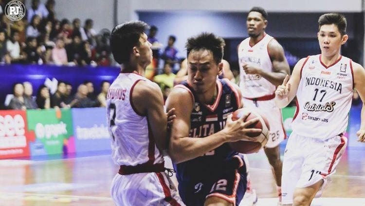 Tim basket IBL Pelita Jaya saat berhadapan dengan Timnas Basket Indonesia. Copyright: © Instagram/Pelita Jaya