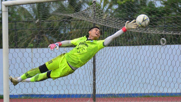 Persib Bandung meminjamkan kiper Dhika Bhayangkara ke Persita Tangerang untuk Liga 1 2021. Copyright: © Media Persib