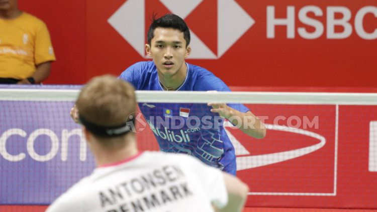 Jonatan Christie takluk dari Anders Antonsen di perempatfinal Indonesia Masters 2020. Copyright: © Roihan Susilo Utomo/INDOSPORT
