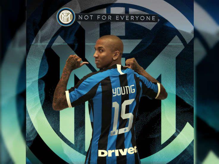 Tinggalkan Manchester United, Ashley Young Resmi ke Inter Milan