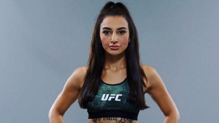 Nadia Kassem, eks pegawai apotek yang jadi petarung MMA. Copyright: © Instagram @nadia187kassem