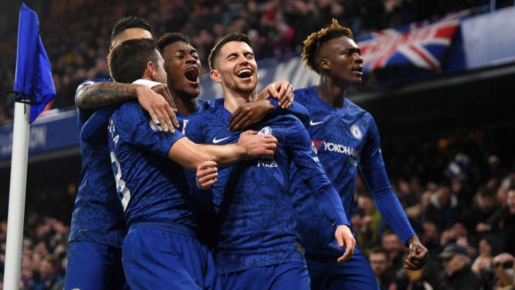 Jorginho (tengah) merayakan golnya ke gawang Arsenal Copyright: © Mike Hewitt/Getty Images