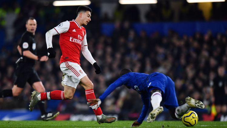 Momen Gabriel Martinelli berhasil memperdaya N'Golo Kante di laga Liga Inggris Chelsea vs Arsenal Copyright: © Ashley Western/MB Media/Getty Images