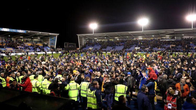 Terdapat hal unik dalam pertandingan putaran keempat Piala FA antara tuan rumah Shrewsbury Town vs Liverpool. Copyright: © Catherine Ivill/Getty Images
