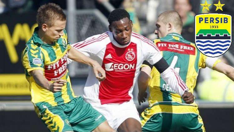 Eks Ajax Amsterdam, Geoffrey Castillion (tengah) dikabarkan bakal bergabung ke Persib Bandung pada bursa transfer Liga 1 2020. Copyright: © Ajax Showtime