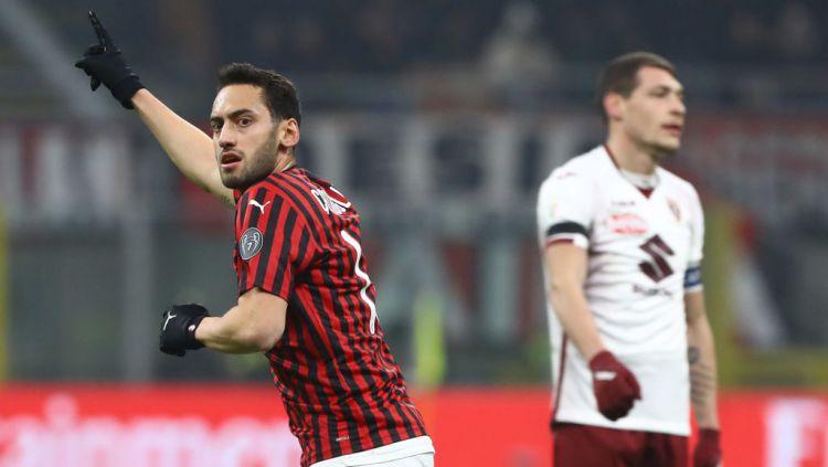 Performa Menggila Hakan Calhanoglu, 'Kaka Turki' AC Milan yang Diincar Manchester United Copyright: © Marco Luzzani/Getty Images