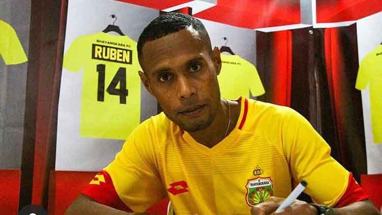 Ruben Sanadi resmi bergabung ke Bhayangkara FC. Copyright: © Media Bhayangkara FC