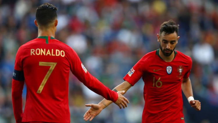 Bruno Fernandes (kanan) bersama Cristiano Ronaldo di Timnas Portugal Copyright: © Dean Mouhtaropoulos/Getty Images