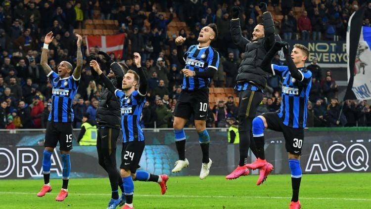 Skuat Inter Milan merayakan keberhasilan mereka lolos ke semifinal Coppa Italia Copyright: © Alessandro Sabattini/Getty Images
