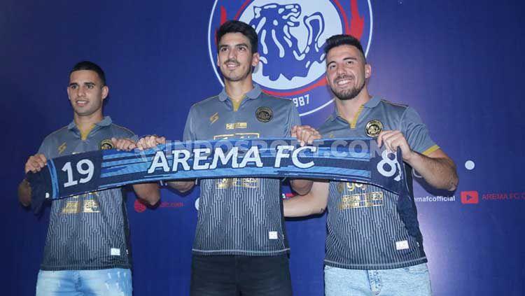 Tiga pemain asing Arema FC: Elias Alderete, Matias Malvino dan Jonathan Bauman Copyright: © Ian Setiawan/INDOSPORT