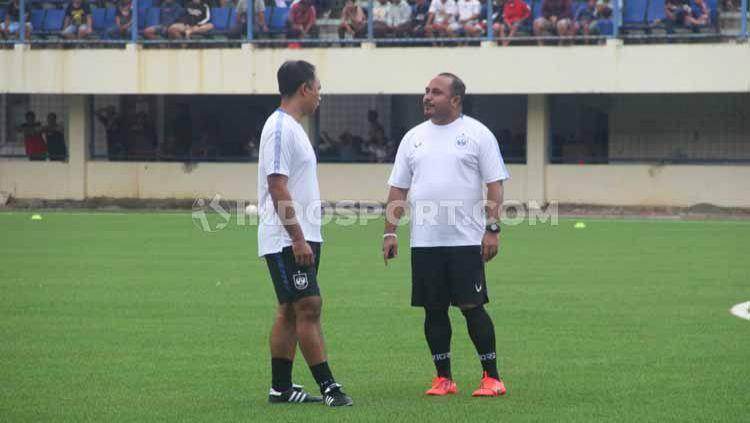 Asisten pelatih PSIS Semarang, Imran Nahumarury (kanan). Copyright: © Alvin Syaptia Pratama/INDOSPORT
