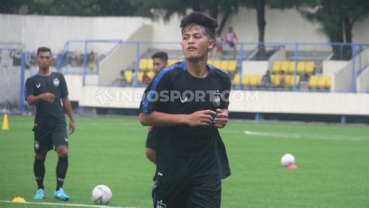 Pemain muda PSIS Semarang Alfeandra Dewangga Santosa tidak menyangka dipanggil ke TC Timnas Indonesia besutan Shin Tae-yong. Copyright: © Alvin Syaptia Pratama/INDOSPORT