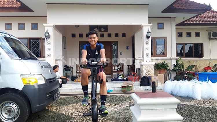 Pemain muda PSIS Semarang, Kartika Vedhayanto memiliki kesan tersendiri mengikuti Training Center (TC) Timnas Indonesia U-19 yang dilakukan secara virtual. Copyright: © Alvin Syaptia Pratama/INDOSPORT