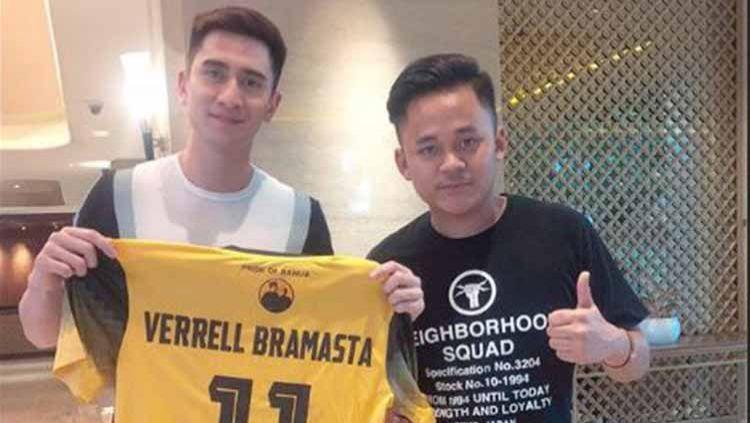 Akrab dengan pemain bintang, Verrell Bramasta diminta Rizky Pora untuk menjadi striker Barito Putera. Copyright: © Instagram@kemanishan