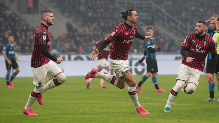 Kemungkinan besar ada 3 alasan kuat untuk klub Liga Italia (Serie A) AC Milan masih butuh jasa striker Zlatan Ibrahimovic usai kontraknya bakal habis. Copyright: © Emilio Andreoli/Getty Images
