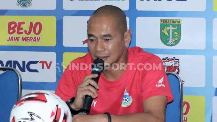 Kurniawan Dwi Yulianto baru saja menjalani debut keduanya di Liga Super Malaysia bersama Sabah FA, Sabtu (6/3/21) kemarin. Copyright: © Ian Setiawan/INDOSPORT