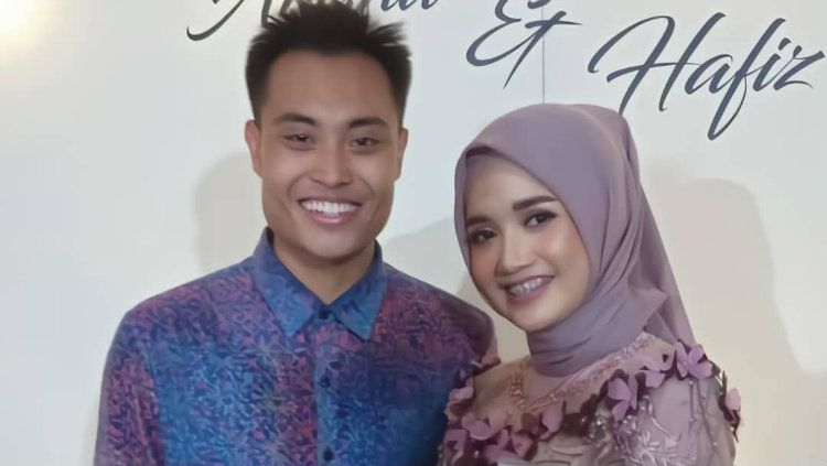 Pebulutangkis ganda campuran Hafiz Faizal bertunangan dengan Edot Arisna. Copyright: © Instagram/Hafizfaizalfc