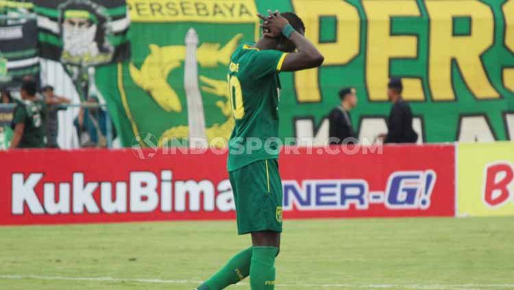 Persebaya Surabaya, klub Liga 1 2020, sepertinya akan menghadapi polemik eksekutor penalti setelah melihat kegagalan Makan Konate, Rabu (12/02/20) kemarin. Copyright: © Fitra Herdian/INDOSPORT