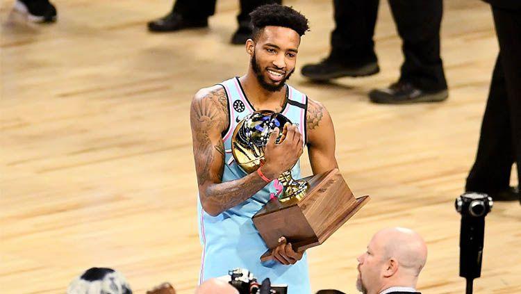 Sempat ada kontroversi, Derrick Jones Jr sukses kalahkan Aaron Gordon pada babak penentan NBA All Star Slam Dunk Contest. Copyright: © Stacy Revere/Getty Images