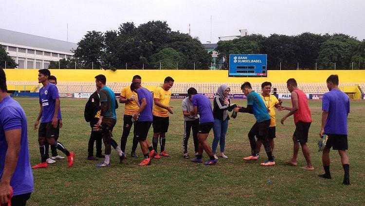 Sriwijaya FC menjalani latihan menjelang kick-off Liga 2 2020. Copyright: © Muhammad Effendi/INDOSPORT