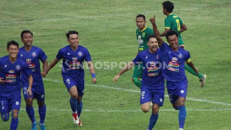 Menurut asisten pelatih Arema FC, Charis Yulianto, minimnya produktivitas timnya di Liga 1 2020 ini masih wajar. Copyright: © Fitra Herdian/INDOSPORT