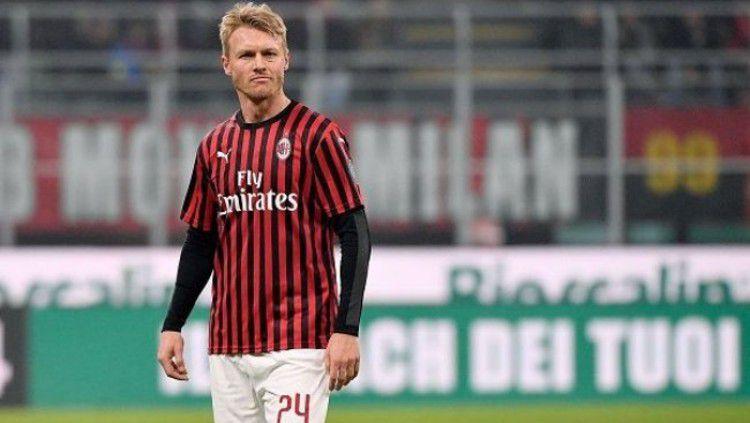 Simon Kjaer dikabarkan mengalami cedera usai membantu AC Milan mengalahkan Torino di Serie A Liga Italia. Copyright: © 90min