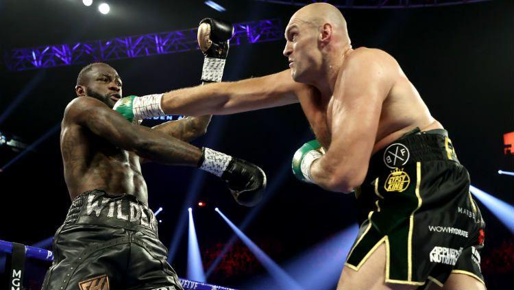 Duel yang paling ditunggu-tunggu oleh seluruh penggemar tinju dunia yakni Tyson Fury vs Deontay Wilder akan kembali tersaji akhir tahun ini. Copyright: © Al Bello/Getty Images