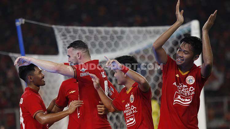 Selebrasi para pemain Persija Jakarta saat melawan Geylang International. Copyright: © Herry Ibrahim/GettyImages