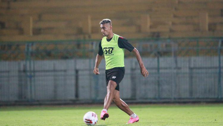 Sejumlah pemain mungkin akan merasa begitu menyesal dahulu tak jadi gabung Persib Bandung di awal Liga 1 2020. Copyright: © maduraunitedfc.com