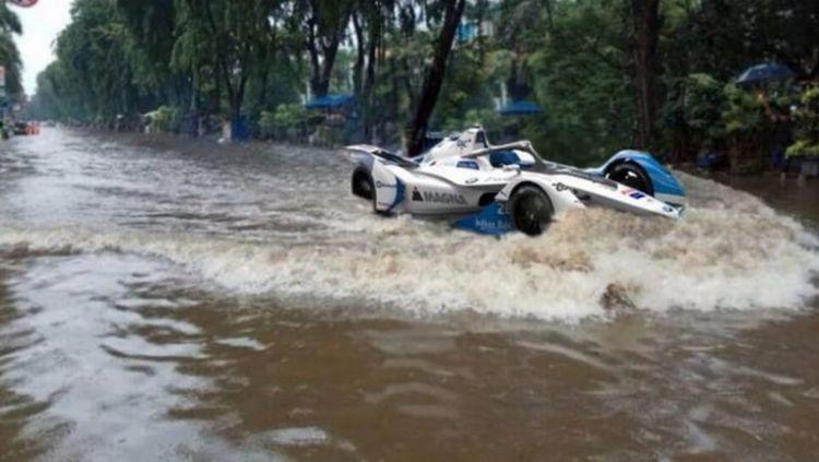 Formula Empang digaungkan oleh netizen sebagai buntut dari banjir yang melanda DKI Jakarta. Copyright: © twitter.com/Billy_Prima_366