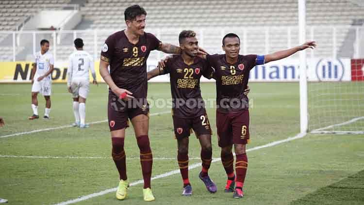 PSM Makassar memperkenalkan pemain di kompetisi Liga 1 2020 dengan cara unik. Tak seperti klub lain, Juku Eja melakukan launching dengan pakaian adat. Copyright: © Herry Ibrahim/INDOSPORT