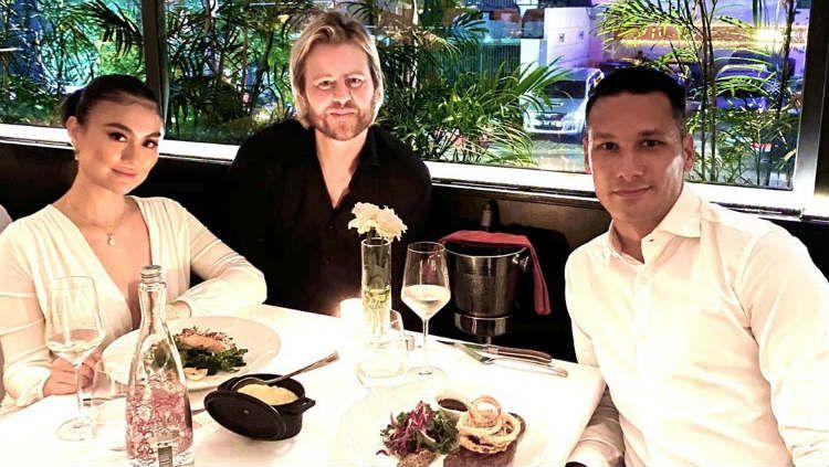 Raphael Maitimo makan malam bareng Agnez Mo. Copyright: © Instagram/Montysjakarta